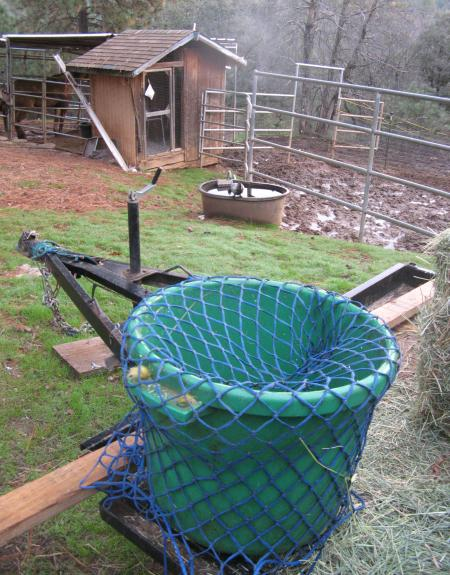 Bushel bucket hay net holder