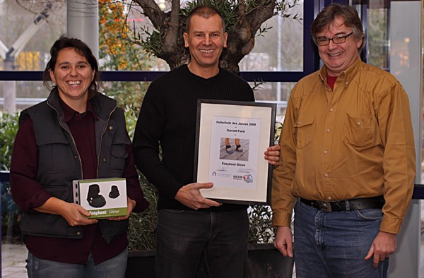 Easyboot Glove is awarded2009  hoof protection of the year